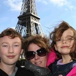 family with eiffel tower